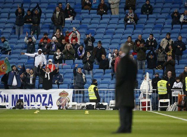 Fanoušci Realu Madrid aplaudovali Josému Mourinhovi před utkáním s Atlétikem.