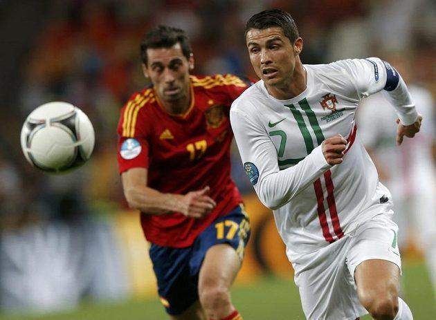 Cristiano Ronaldo uniká Álvaru Arbeloovi