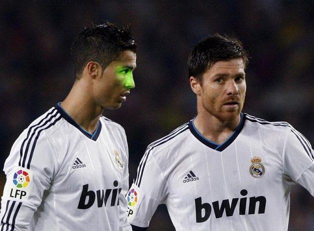 Fanoušci Barcelony se zaměřovali laserem na obličej Cristiana Ronalda.