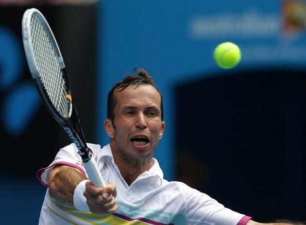 Radek Štěpánek v utkání se světovou jedničkou Novakem Djokovičem na Australian Open.