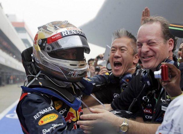Tým Red Bull má ze svého svěřence radost.