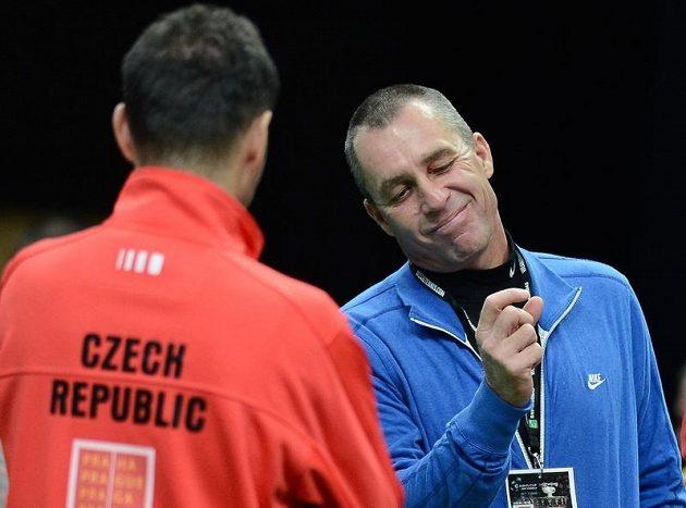 Ivan Lendl (vpravo) na tréninku českých tenistů.