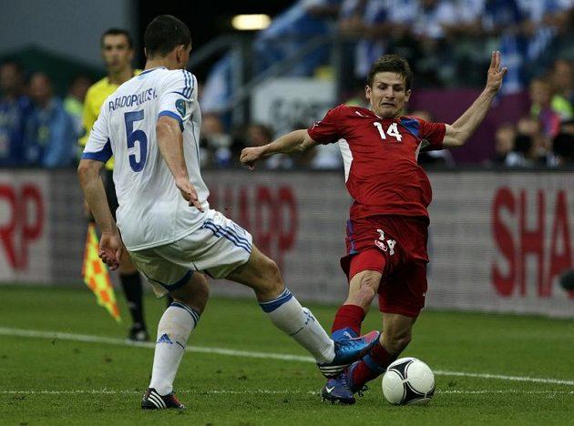 Václav Pilař a Kyriakos Papadoulos v zápase Česko - Řecko