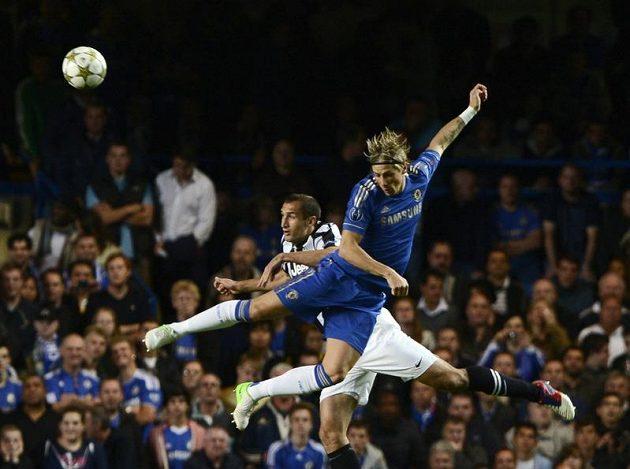 Fernando Torres z Chelsea (vpravo) a Giorgio Chiellini z Juventusu