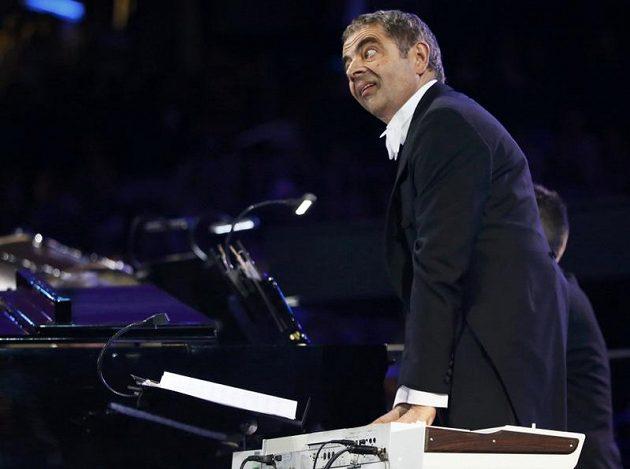 Rowan Atkinson alias Mr. Bean na zahajovacím ceremoniálu her.