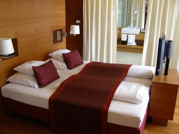 Komfortnější typ pokoje v hotelu Falkensteiner.