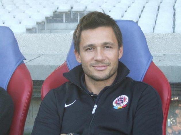 Vedoucí týmu Miroslav Baranek na lavičce, na níž v roce 2004 prožil debakl 0:5...