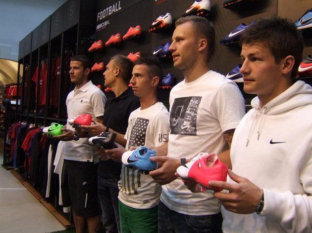 Kopačky na šampionát jsou nachystány - zleva Pudil, Kolář, Petržela, Kadlec a Pilař.