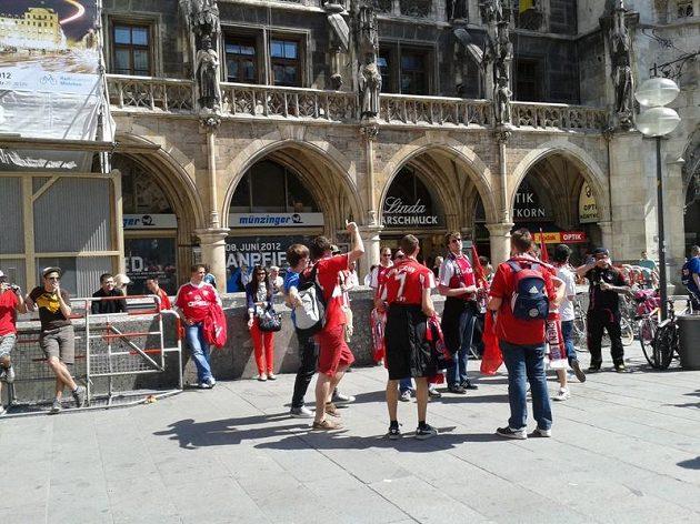 Bayern! Bayern! Hřmělo před mnichovskou radnicí