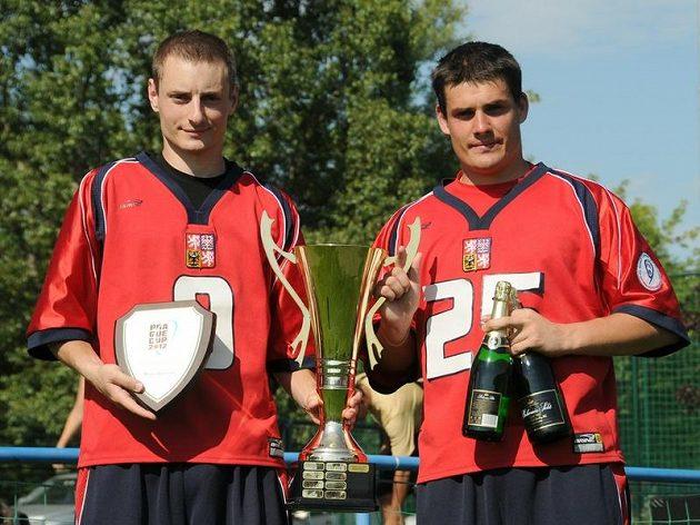 Jakub Nosek a Martin Hodaň, kapitáni vítězné české reprezentace na Prague Cupu 2012