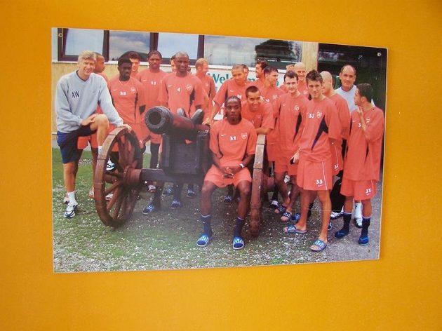 Plakát Arsenalu jako potvrzení, že londýnský klub je pravidelným návštěvníkem tréninkového centra v Bad Waltersdorfu.