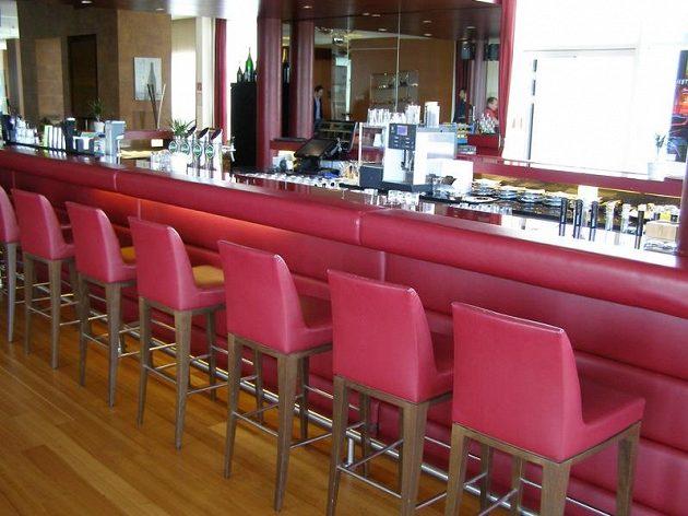 Lobby bar v hotelu Felkensteiner.
