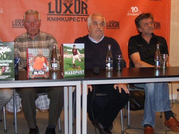 Zleva Josef Masopust, Petr Feldstein a Zdeněk Pavlis s novými knihami.