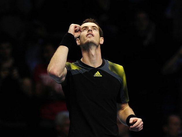 Britský tenista Andy Murray se raduje z vítězství nad Tomášem Berdychem.