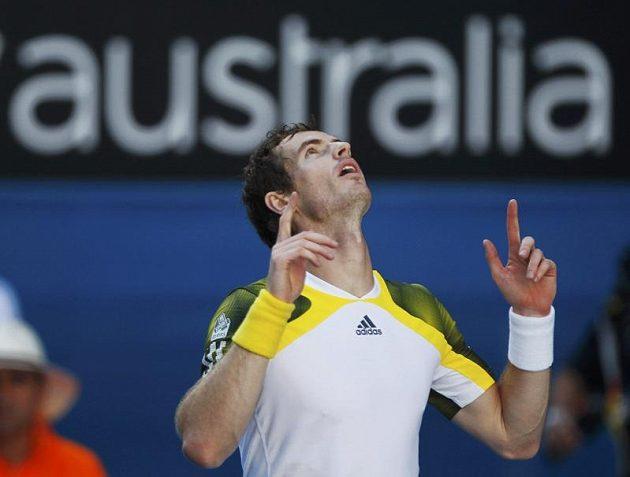 Andy Murray po vítězném úderu.