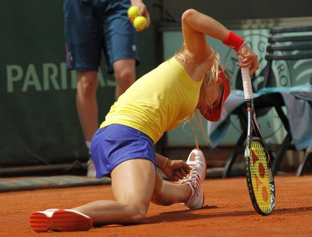 Marii Kirilenkové nepomohly ani akrobatické zákroky