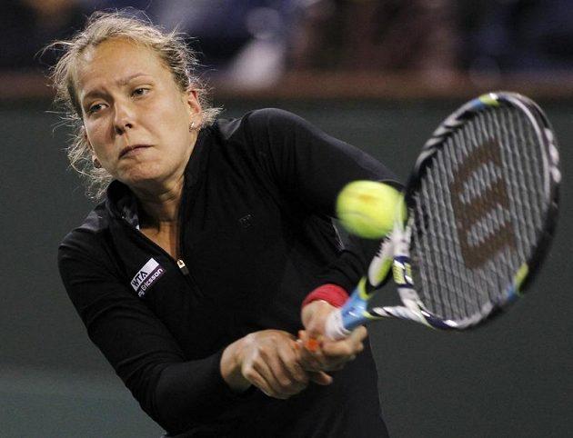 Barbora Záhlavová-Strýcová během zápasu s Petrou Kvitovou.