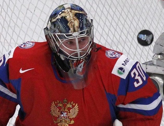 Ruský gólman Konstantin Barulin při utkání s Českem.