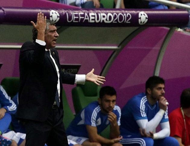 Trenéř Řeků Santos v utkání s Českou republikou