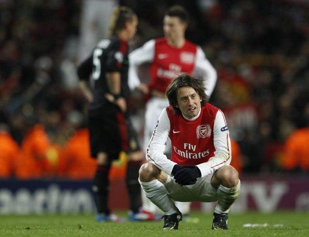 Zklamaný Tomáš Rosický po vyřazení Arsenalu z Ligy mistrů.