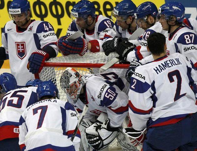 Slovenští hokejisté před zápasem s Kazachstánem.
