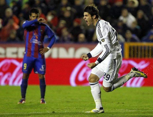 Alvaro Morata (vpravo) zařídil Realu Madrid vítězství na hřišti Levante.