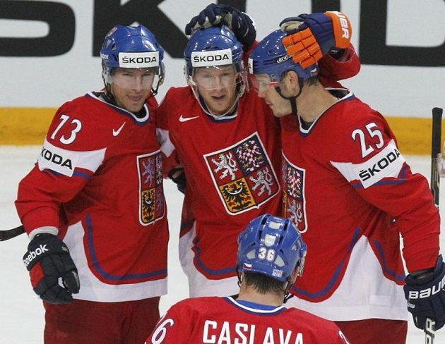 Petr Průcha, Aleš Hemský, Petr Krajíček a Petr Čáslava se radují z gólu proti Finům v boji o bronz na MS v Helsinkách.