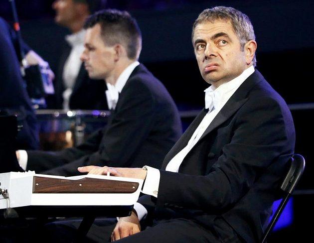 Herec Rowan Atkinson alias Mr. Bean si při zahajovacím ceremoniálu her zahrál roli otráveného a rostržitého klávesáka.