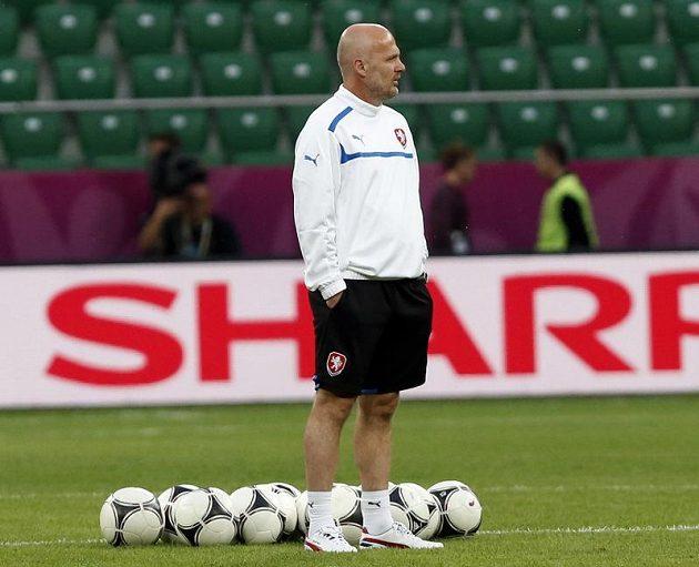 Michal Bílek dohlíží na trénink