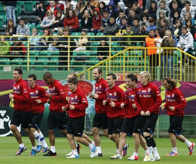 Hráči na tréninku českého týmu po zápase s Řeckem