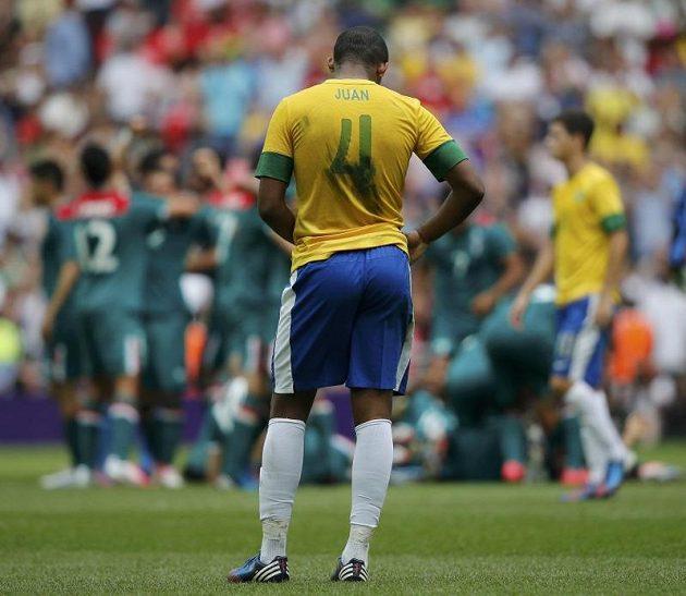 Brazilec Juan smutní, Mexičané se radují ze zlata.