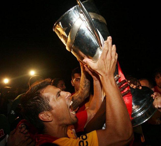 Oslavy titulu Galatasaraye Istanbul v nejvyšší turecké fotbalové soutěži si s trofejí pro mistry užíval i útočník Milan Baroš