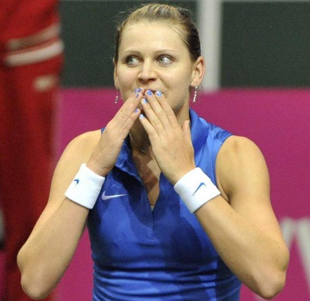 Šťastná Lucie Šafářová, Česky získaly nad Italkami první bod v semifinále Fed Cupu.
