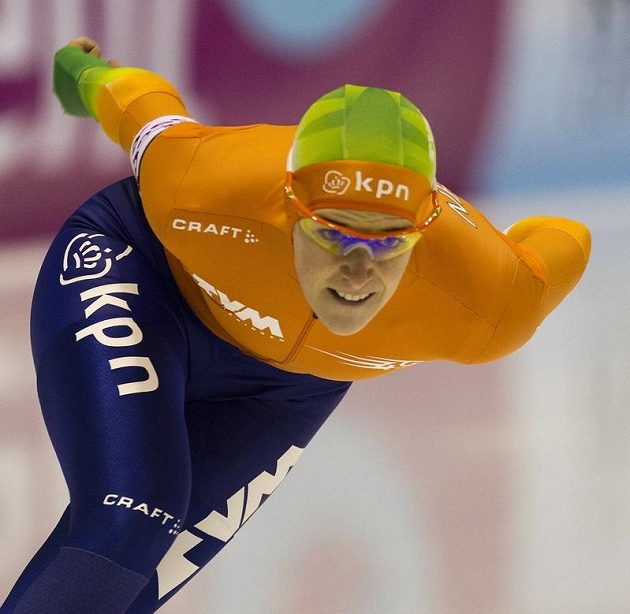 Nizozemská rychlobruslařka Ireen Wüstová po sobotním programu evropského šampionátu ve vícebojích figuruje v čele