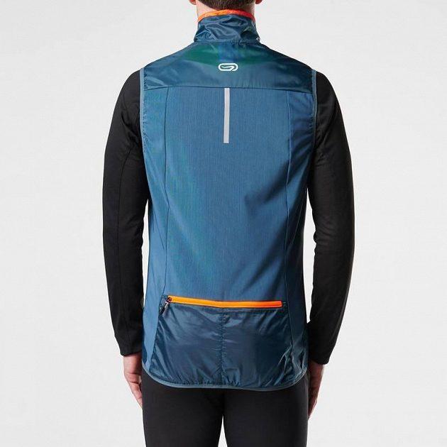 Trailová běžecká vesta Kalenji: Množství kapes a síťovaná záda.