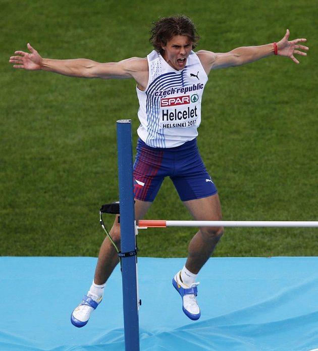 Desetibojař Adam Sebastian Helcelet se raduje po úspěšném pokusu ve výšce