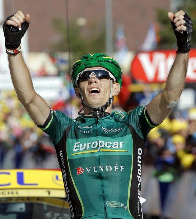 Domácí Pierre Rolland během nejnáročnější 11. etapy upadl, nakonec se přesto radoval z vítězství.