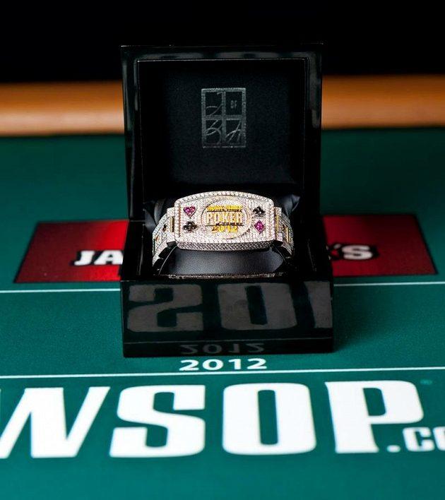 Nejcenější pokerová trofej - náramek z WSOP