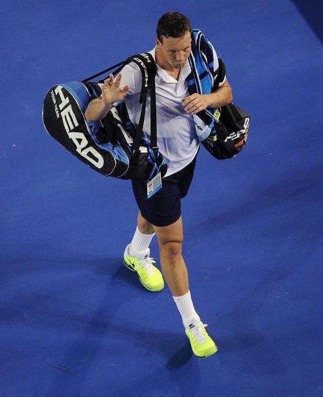 Zase ne! Zklamaný Berdych opouští kurt v Melbourne. Znovu nepřešel přes čtvrtfinále, na hru Novaka Djokoviče marně hledal recept.