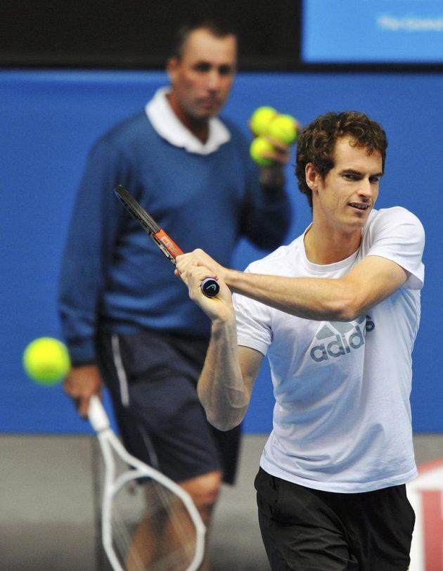 Andy Murray při tréninku na finále v Melbourne s koučem Ivanem Lendlem.