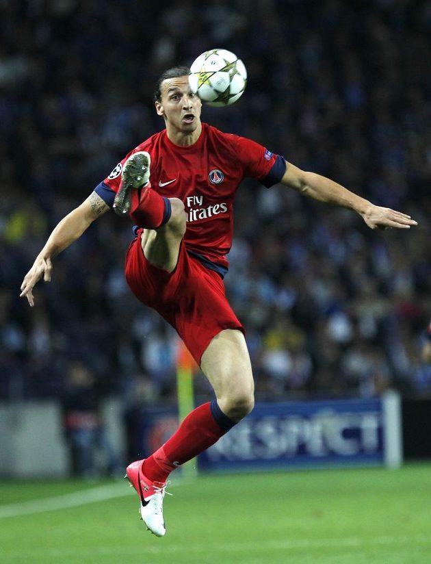 Zlatan Ibrahimovic, kanonýr Paris St. Germain, znamenal pro branku Porta stálé nebezpečí