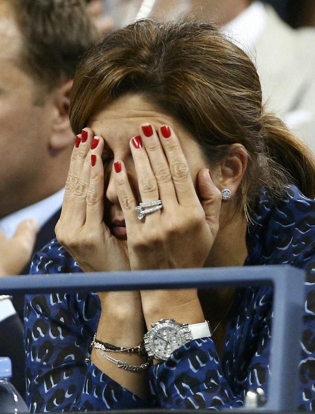 Manželka Rogera Federera Mirka jako by se ani na marnou snahu svého chotě nechtěla dívat