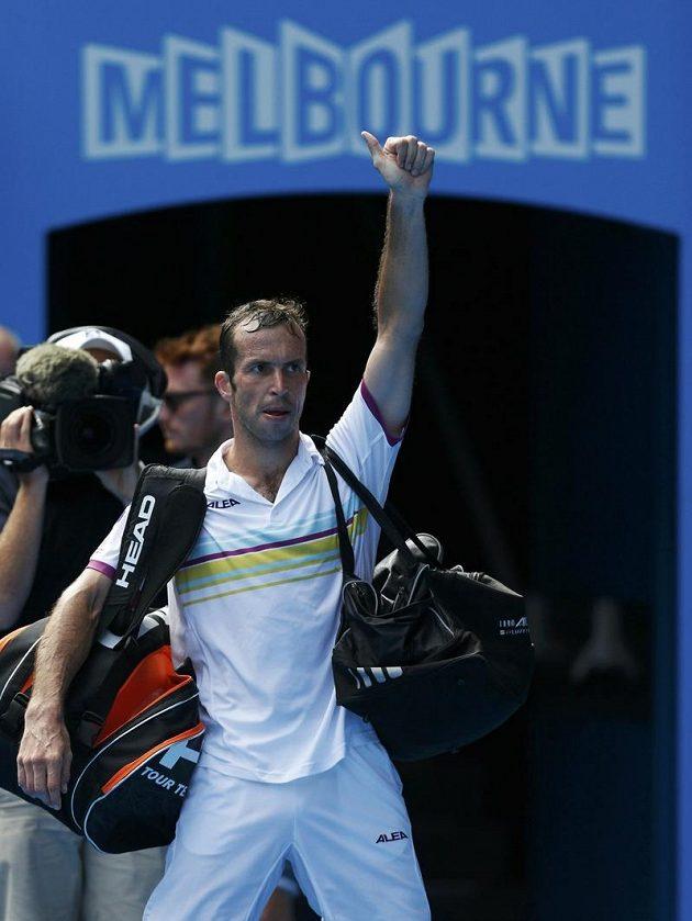 Poražený Radek Štěpánek se loučí s fanoušky v Melbourne.