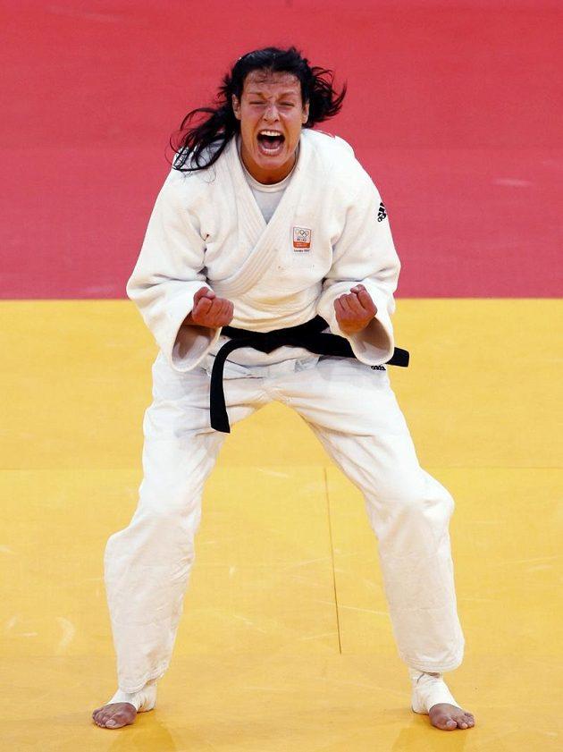 Nizozemská judistka Edith Boschová, bronzová olympijská medailistka v kategorii do 70 kg. S výtržníkem si snadno poradila.