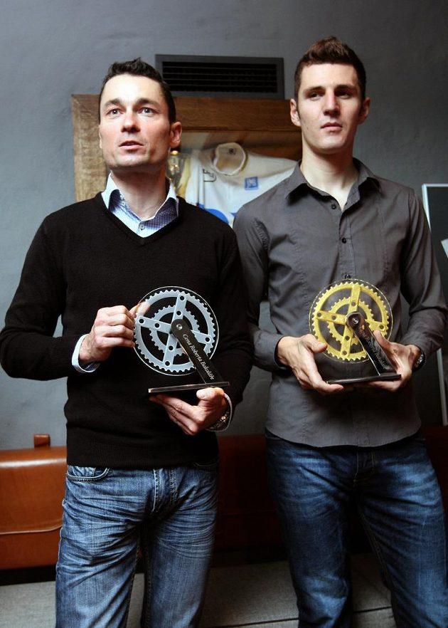 Jiří Ježek (vlevo) a Jaroslav Kulhavý přebrali ocenění za přínos a propagaci české cyklistiky.