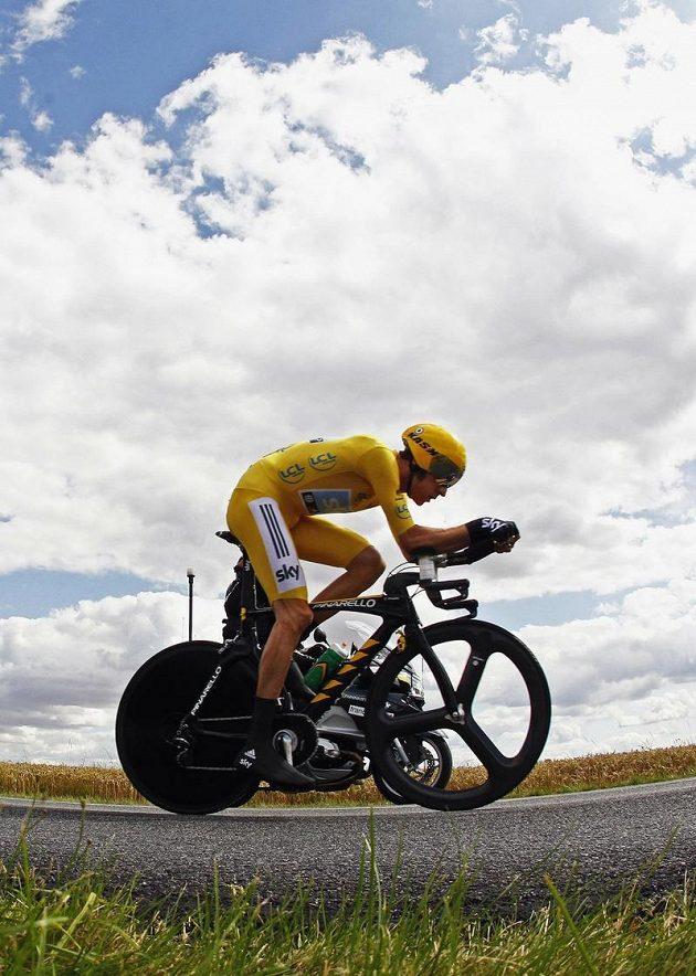 Britský cyklista Bradley Wiggins vyhrál i sobotní časovku z Bonnevalu do Chartre.