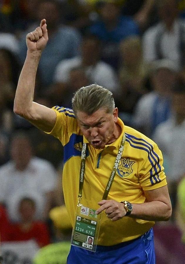 Rozzlobeně gestikulující ukrajinský kouč Oleg Blochin