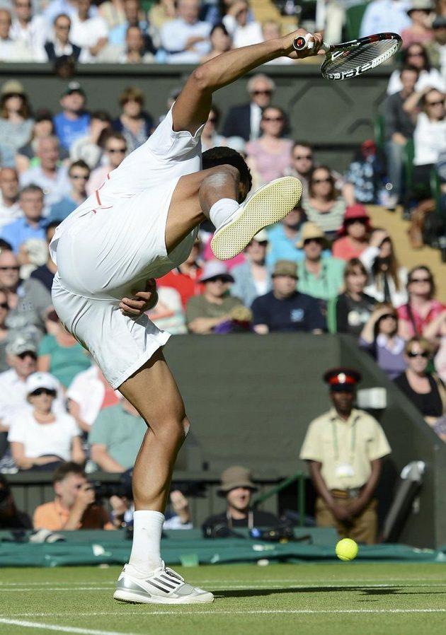 Jo-Wilfried Tsonga dostal v semifinále Wimbledonu přímý zásah do nejchoulostivějších míst.