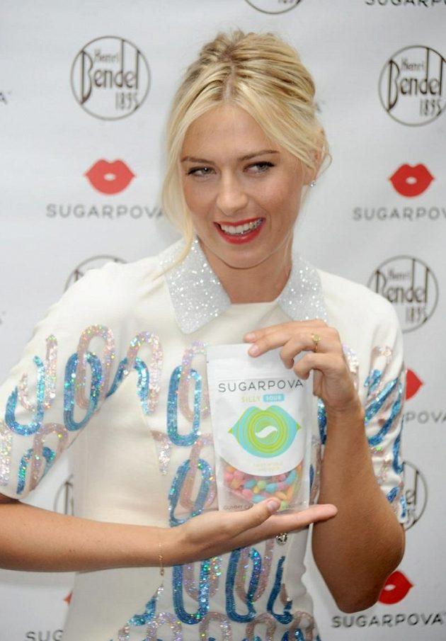 Maria Šarapovová s pytlíkem bonbónů Sugarpova