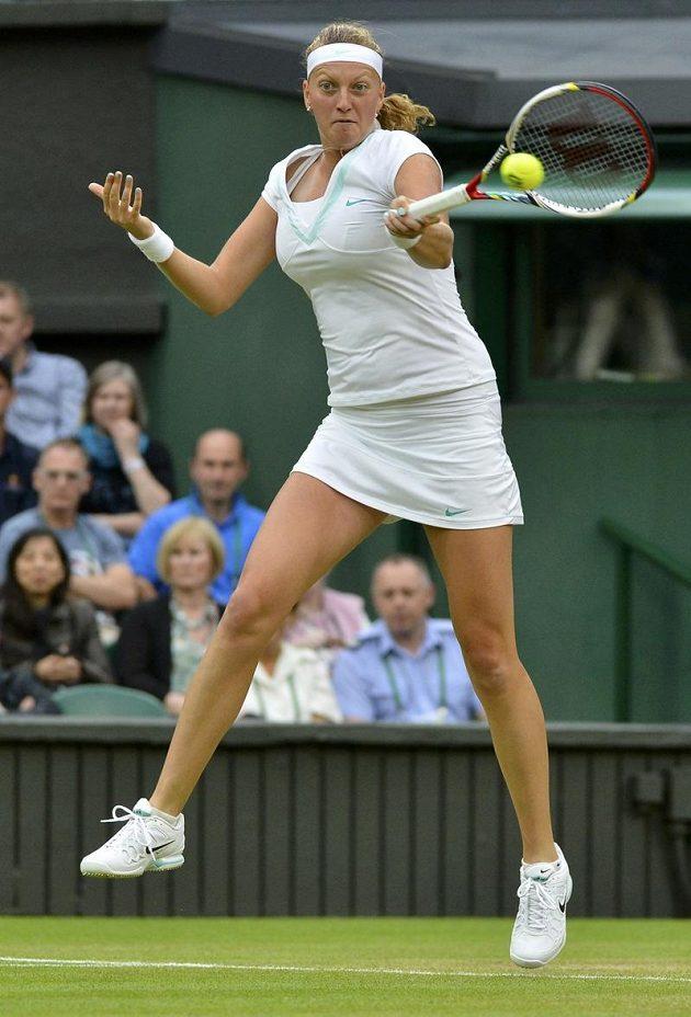 Petra Kvitová ve čtvrtfinálovém duelu Wimbledonu proti Sereně Willamsové